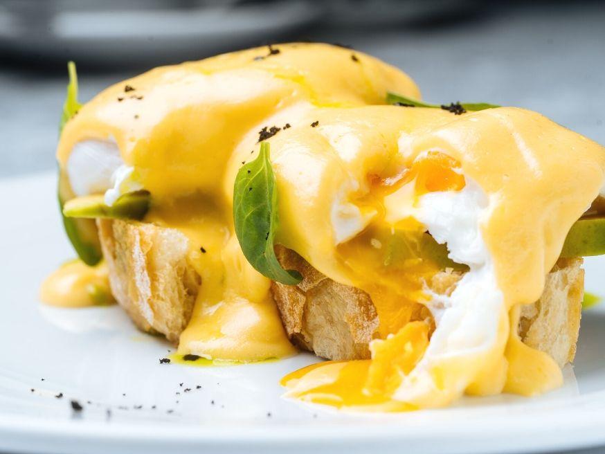 Eggs in Vermouth Sauce Recipe