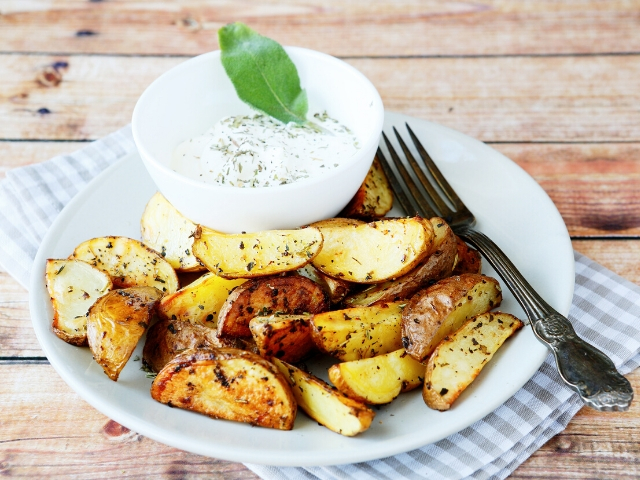 Baked Potato Wedges with Cream Sauce Recipe