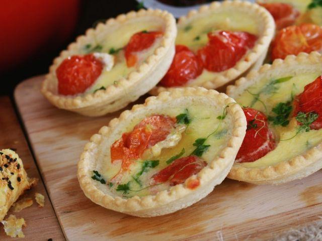 Mini Tomatoes and Mozzarella Pastries Recipe